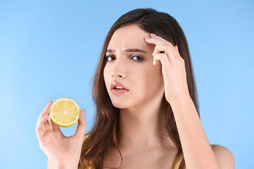 آب لیمو و از بین بردن جوش صورت