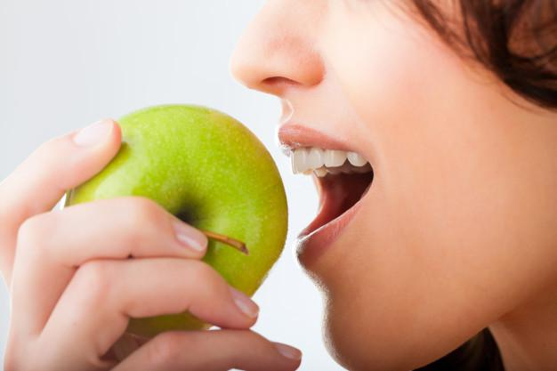 تقویت دندان و لثه با سیب