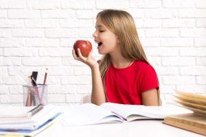 مواد مغذی و ویتامین های سیب