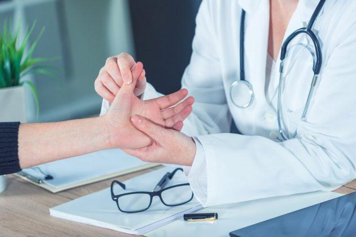 درد دست راست و بیماری ها
