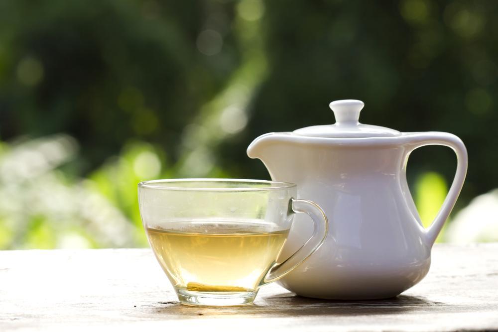 دم کردن چای سفید