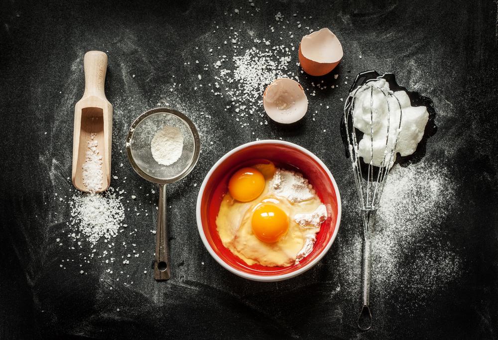 مراحل طرز تهیه کیک بدون شیر ساده