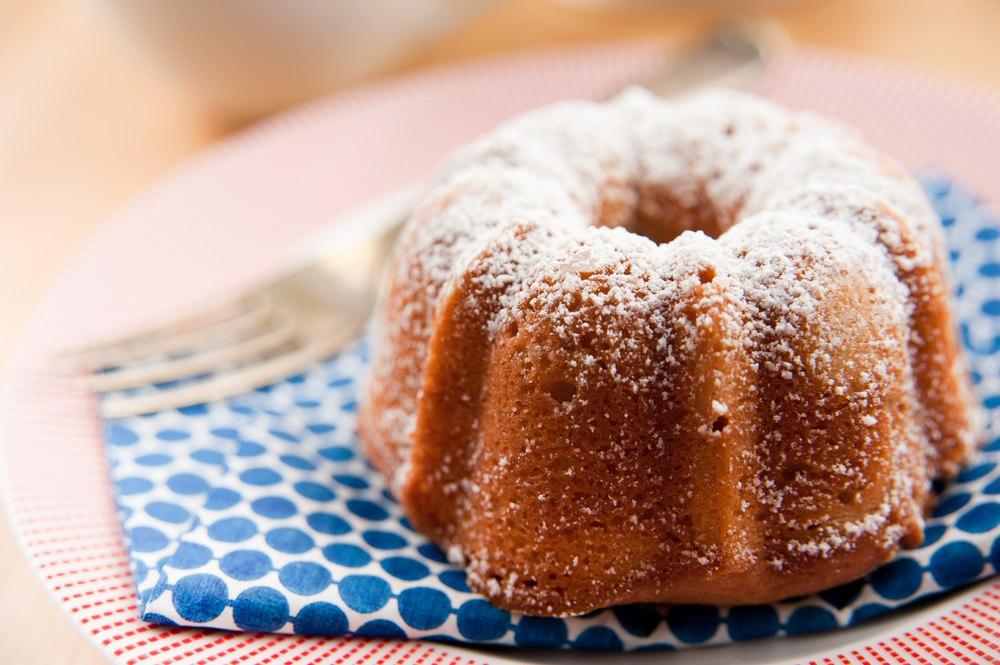 طرز تهیه کیک بدون شیر ساده