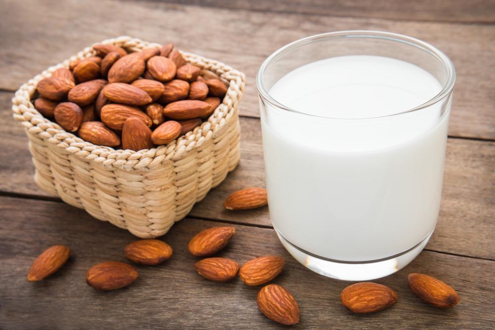 طرز تهیه شیر بادام