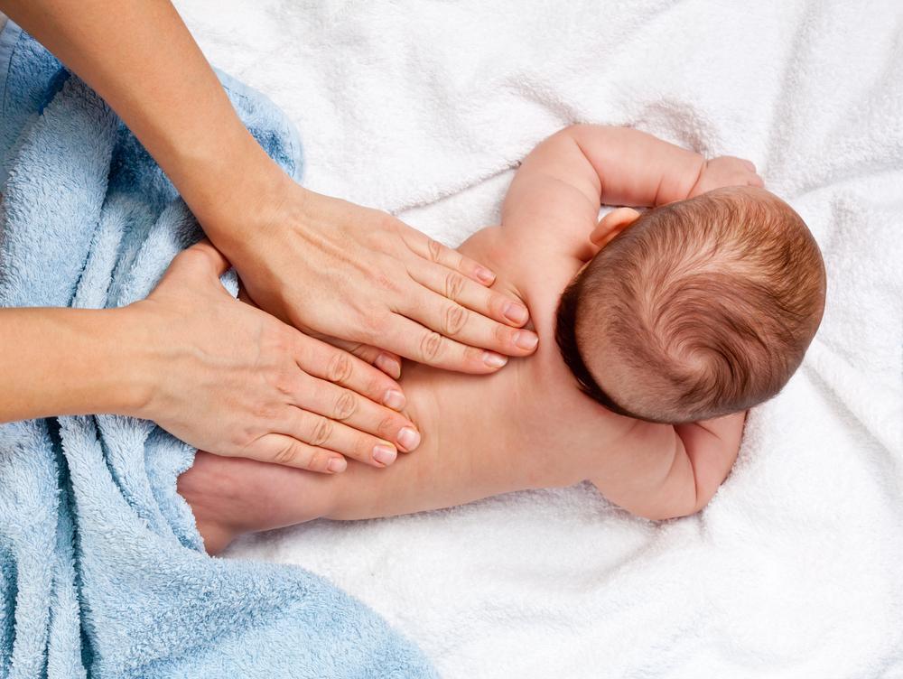 نحوه ماساژ نوزاد
