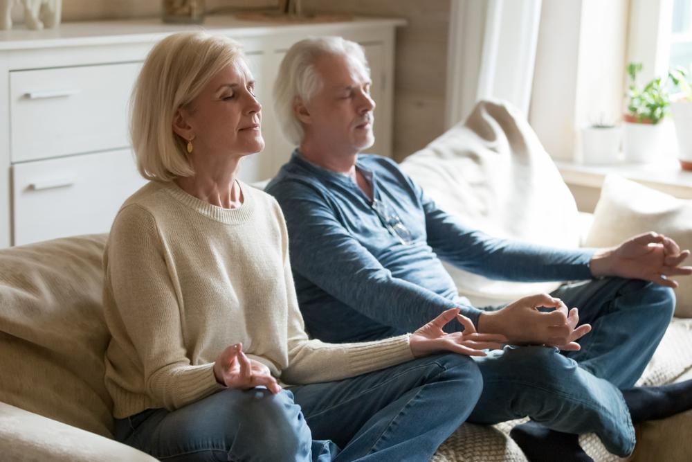 یوگا و مدیتیشن برای کاهش استرس