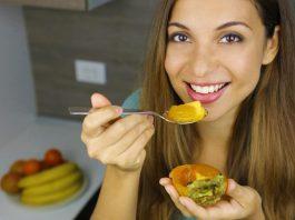 هر آنچه از خوردن خرمالو در بارداری باید دانست