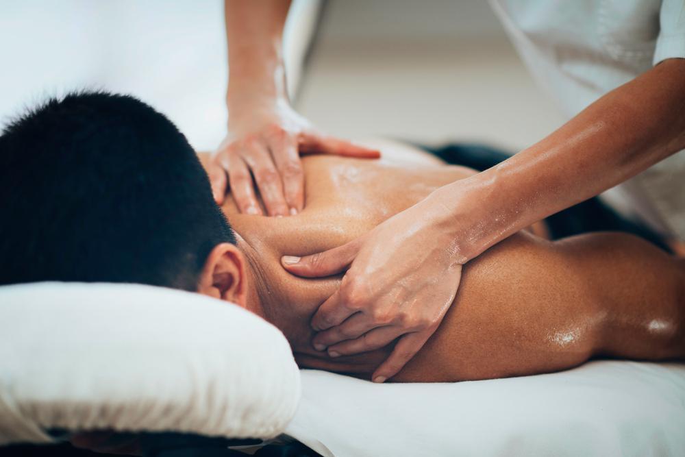 ماساژ برای درمان گرفتگی عضلانی