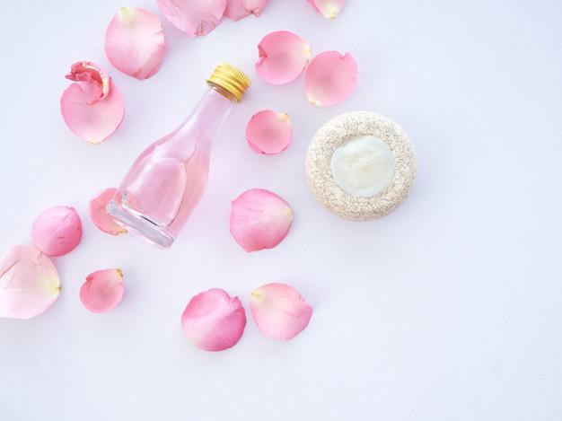 تونر گلاب برای پاکسازی پوست