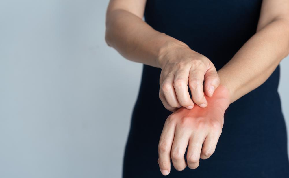 چه عواملی باعث خشک شدن پوست می شود؟