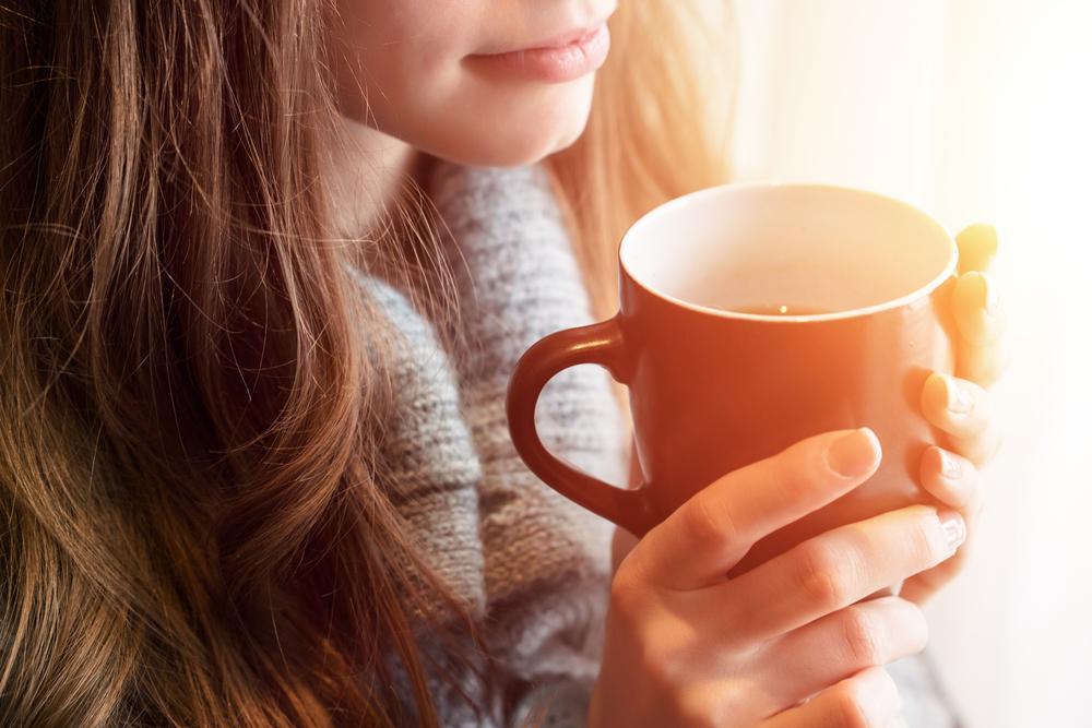 نوشیدن چای گرم برای درمان سرماخوردگی