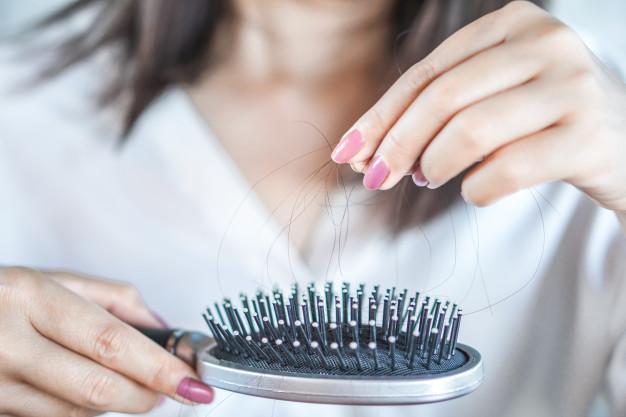 دلایل ریزش مو در زنان