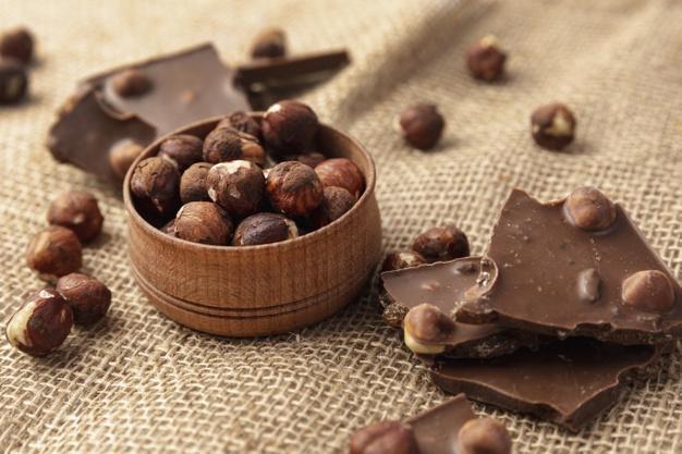 کاهش استرس با شکلات تلخ و فندق
