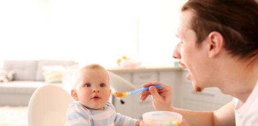 تغذیه نوزاد شش ماهه