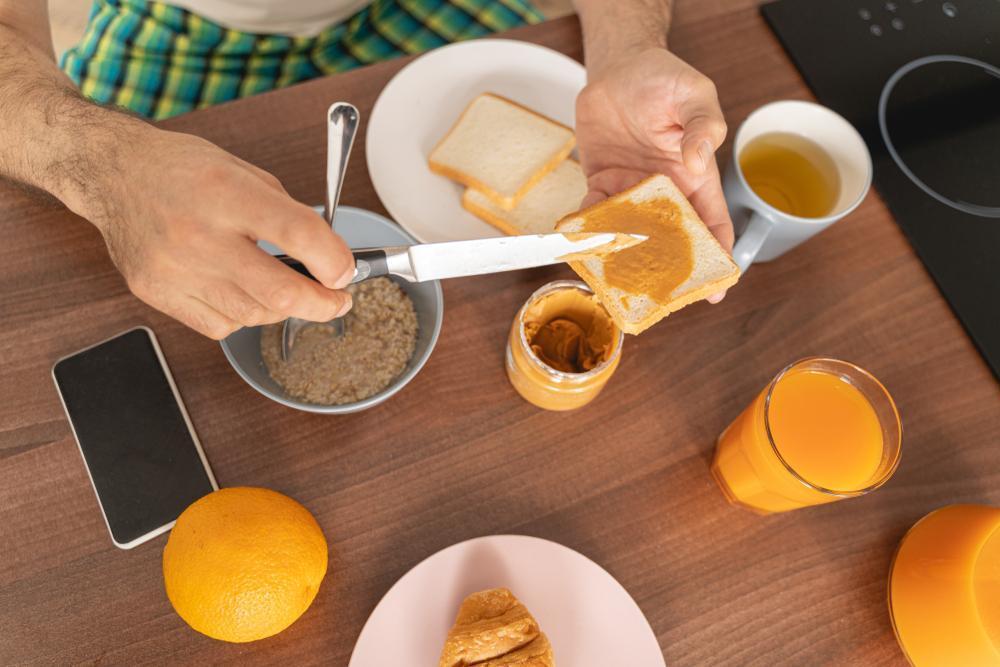 کره بادام زمینی در صبحانه