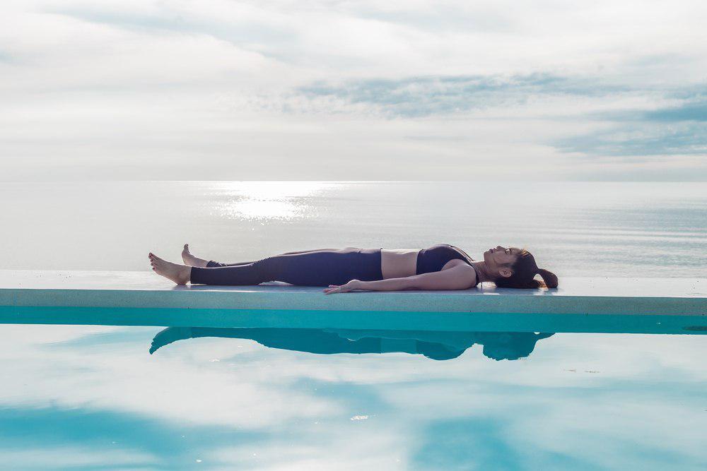 حرکت مرده یوگا برای درمان تنبلی تخمدان با ورزش