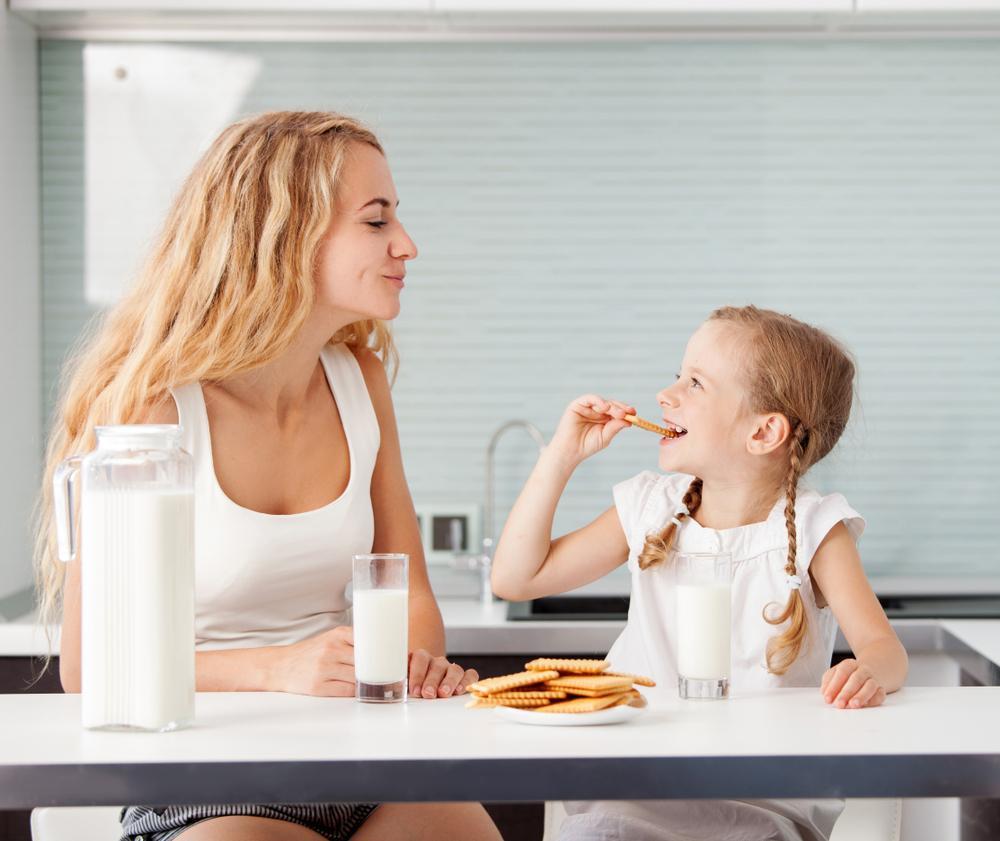 شیر برای میان وعده کودکان