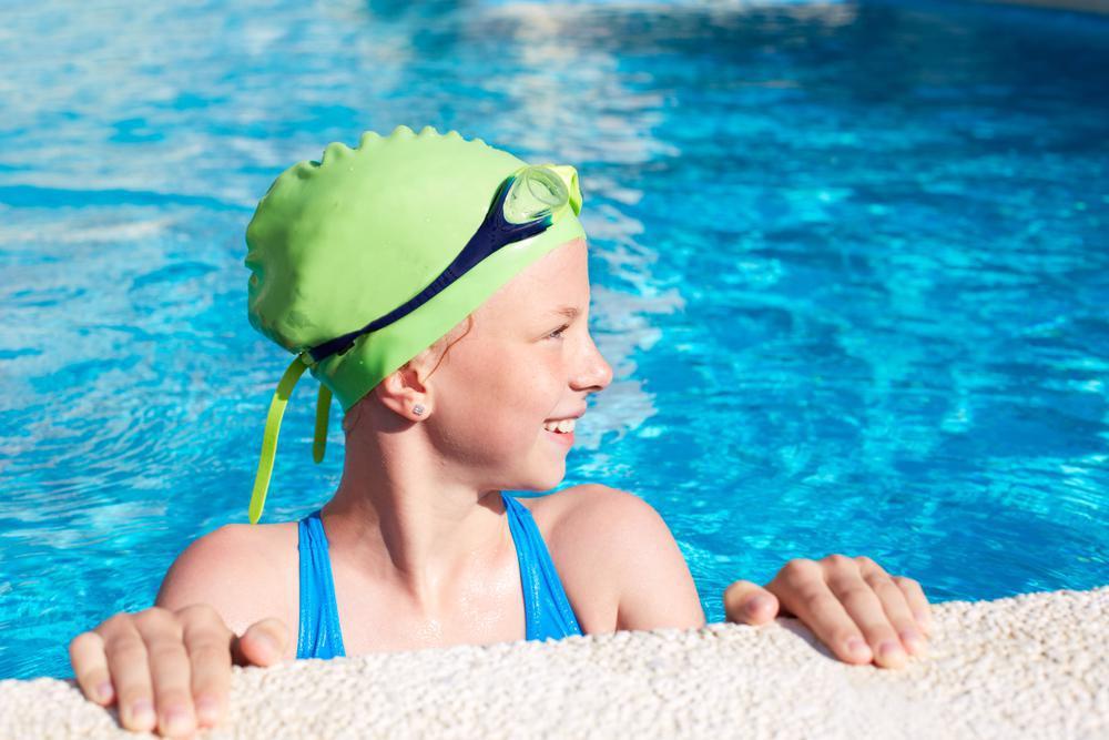استفاده نکردن از کلاه مناسب هنگام شنا