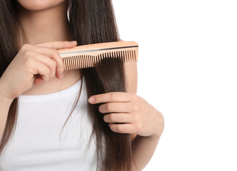 علت موخوره با اشتباه شانه زدن مو ها