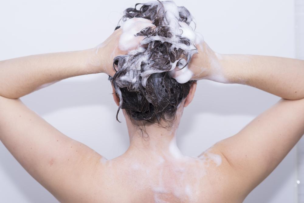 رعایت نکردن شستن اصولی مو و موخوره