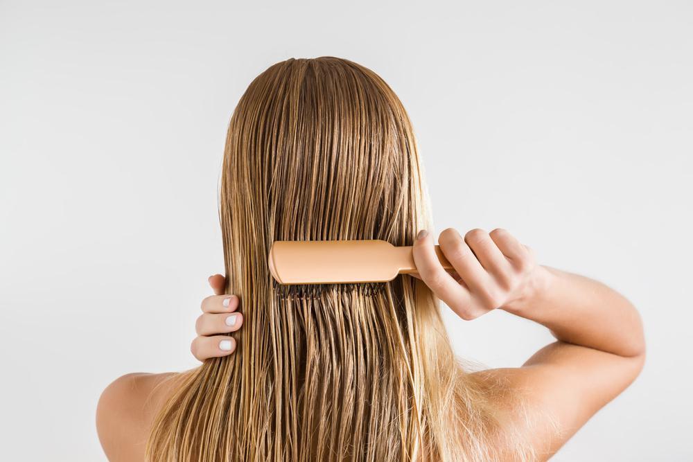 علت موخوره و شانه زدن موهای خیس
