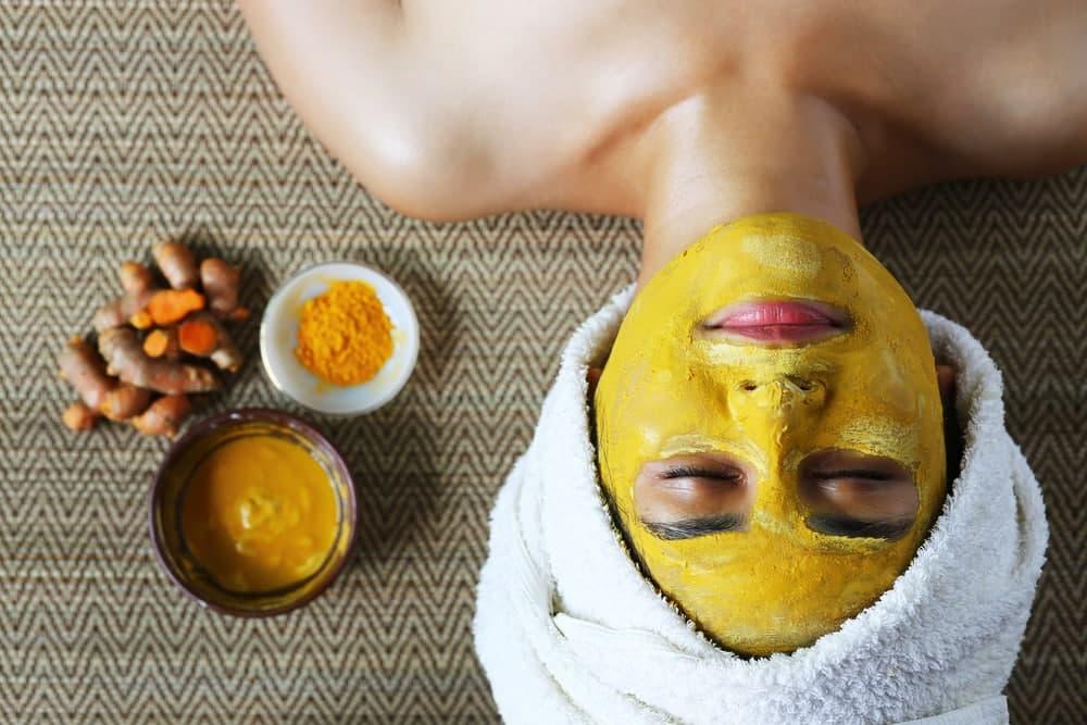 ماسک صورت زردچوبه برای درمان منافذ باز