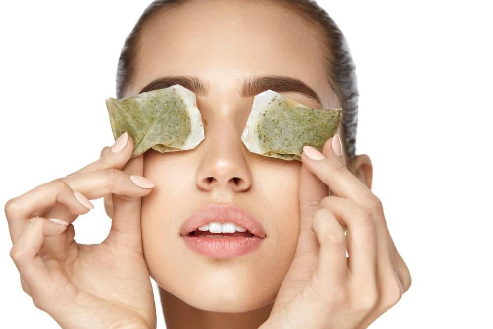 استفاده از چای کیسه ای برای درمان سیاهی دور چشم