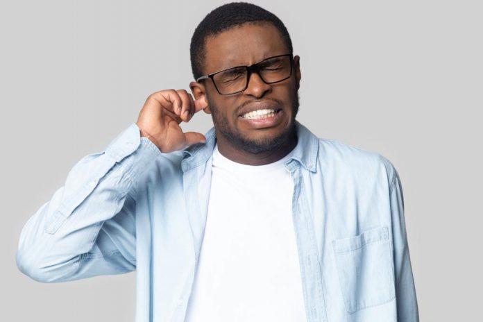گرفتگی گوش چرا اتفاق می افتد