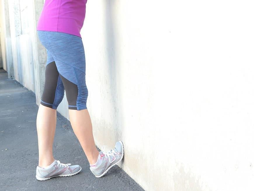 کشش ساق پا با دیوار برای خار پاشنه