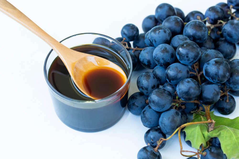 خواص شیره انگور برای درمان یبوست