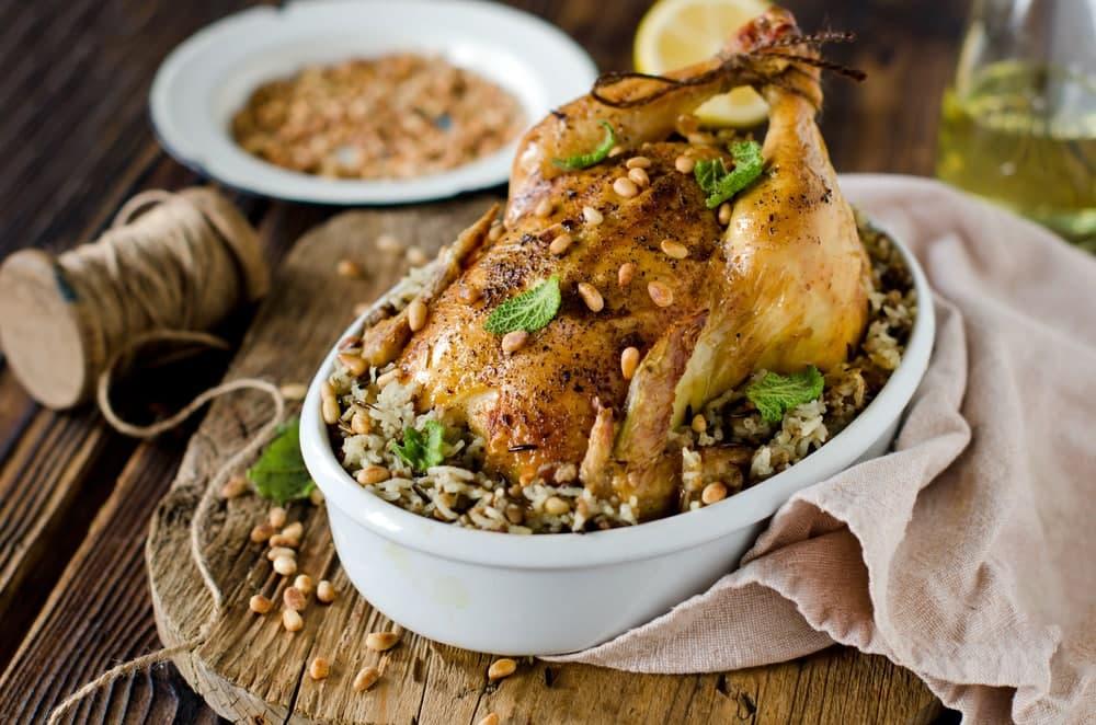 پر کردن داخل شکم مرغ چگونه است؟