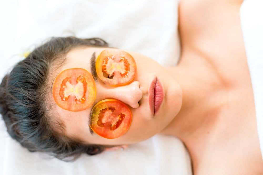 خواص گوجه برای پوست